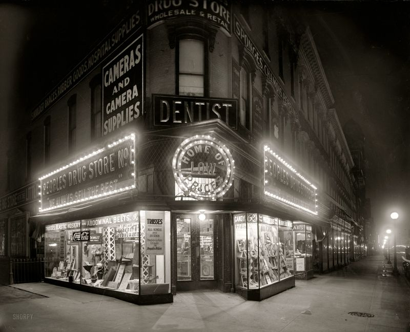 Drug_store_Washington_1920